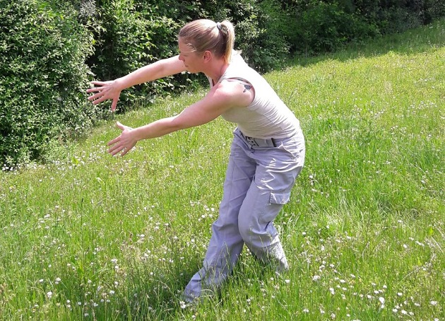 Miriam beim  Wildgans Qigong - fit mit 10 Minuten Training? © Withania GmbH
